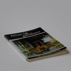 Altan og gårdhave - vejledning i tilplantning og pleje af planter i altankasser