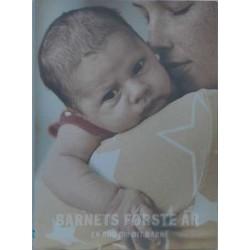 Barnets første år. En bog om dit barn